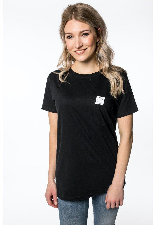 T-shirt print - moonless
