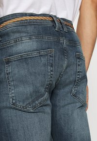 TOM TAILOR DENIM - PIERS DESTROYED - Slim fit jeans - mid stone wash