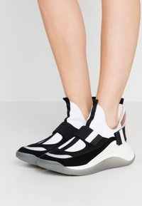 Sportmax - ZOE - High-top trainers - rosa/bianco/nero - 0