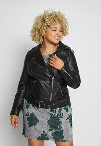 Glamorous Curve - JACKET - Faux leather jacket - black - 0