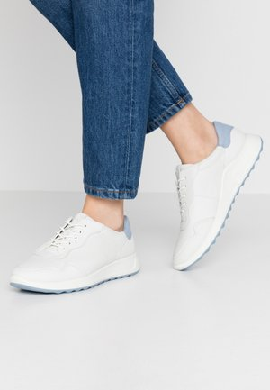 ECCO FLEXURE RUNNER II - Trainers - white/dusty blue