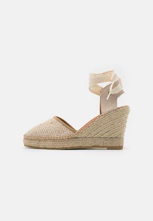 DENIS  - Sandály na platformě - natural