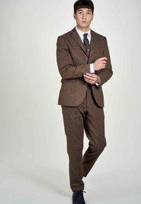 MDB IMPECCABLE - Suit waistcoat - sand - 1