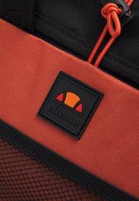 Ellesse - KANO UNISEX - Rucksack - dark orange - 4