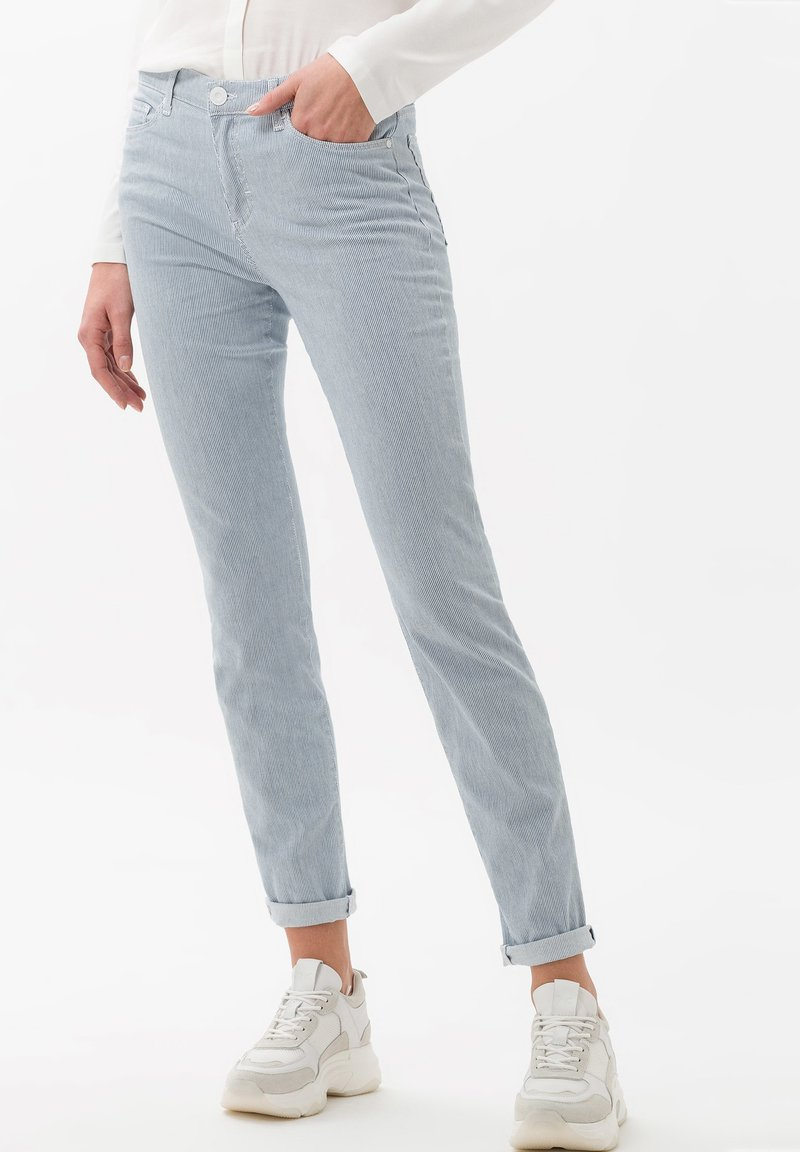 BRAX - STYLE SHAKIRA - Pantalon classique - clean light blue