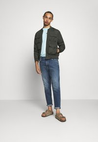 Tommy Jeans - DAD - Jeans straight leg - barton mid blue comfort - 1