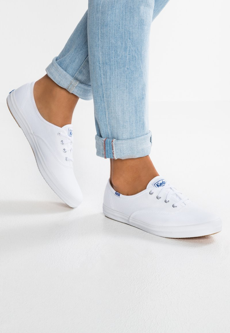 Keds - CHAMPION CORE - Sneakersy niskie - white/navy