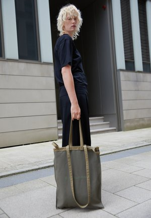 BERLIN BAG CLASSIC - Bolso shopping - militare/fango