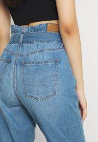 American Eagle - HIGHEST RISE MOM - Jeans baggy - blue heaven - 4