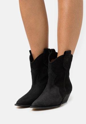 SOMEBODY ELSE - Cowboy/biker ankle boot - black