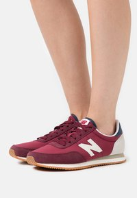 New Balance - WL720 - Zapatillas - red - 0