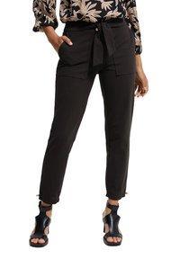 comma - MIT TUNNELZUG - Trousers - black - 2