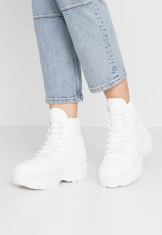 BEDFORD - Platform ankle boots - white