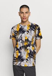 Jack & Jones - JORNIKO  - T-shirt print - spicy mustard - 0