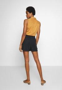 Noisy May - Shorts - black - 2