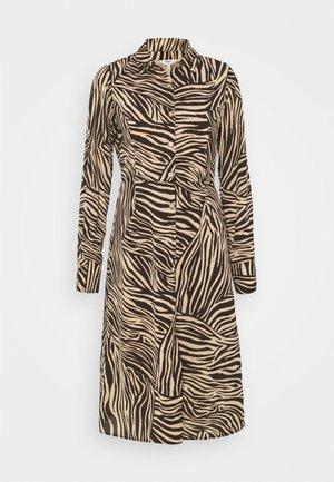 OBJJOHANNA DRESS - Sukienka koszulowa - sandshell