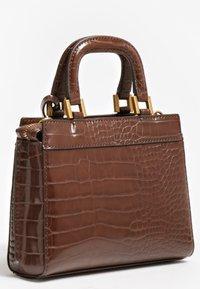 Guess - KATEY KROKO - Handbag - braun - 1