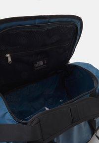 The North Face - BASE CAMP DUFFEL S UNISEX - Sports bag - monterey blue/black - 3