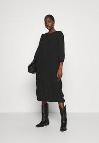 Second Female - MAZLA DRESS - Denní šaty - black - 1