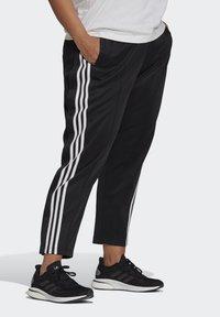 adidas Performance - ADIDAS SPORTSWEAR WRAPPED 3-STRIPES SNAP PANTS (PLUS SIZE) - Træningsbukser - black - 0