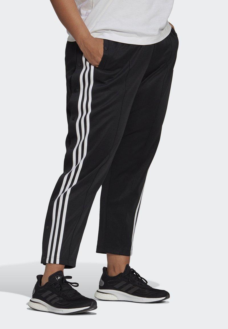adidas Performance - ADIDAS SPORTSWEAR WRAPPED 3-STRIPES SNAP PANTS (PLUS SIZE) - Træningsbukser - black