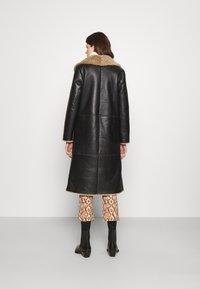 STUDIO ID - KATHERINE CONTRAST POCKET COAT  - Leather jacket - black/cream - 2