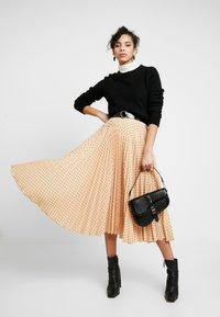 Closet - PLEATED MIDI SKIRT - A-line skirt - apricot - 1