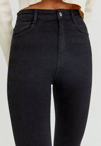 PULL&BEAR - WITH VERY HIGH WAIST - Jeans Skinny Fit - black - 3