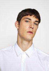 HUGO - ELISHA - Camicia elegante - open white - 3