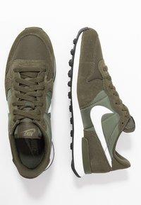 Nike Sportswear - INTERNATIONALIST - Matalavartiset tennarit - cargo khaki/summit white/medium olive/black - 3
