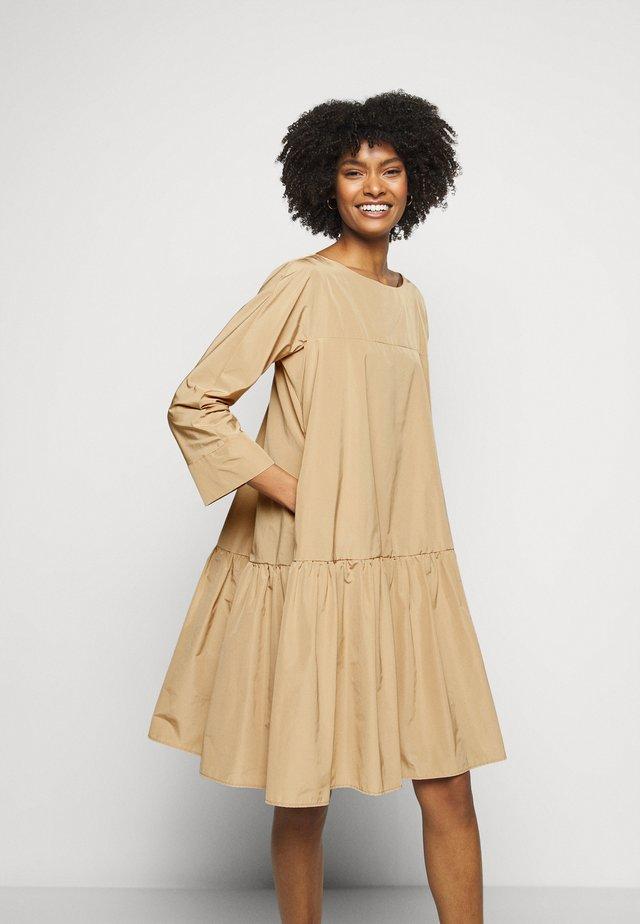 OMBRINA - Korte jurk - kamel