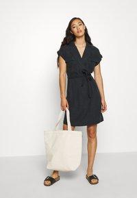 Noisy May - NMVERA ENDI DRESS - Skjortekjole - black - 1