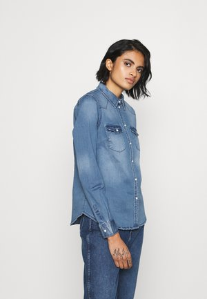VMMARIA - Button-down blouse - medium blue denim