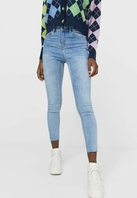 Stradivarius - MIT HOHEM BUND - Jeans Skinny Fit - light blue - 0