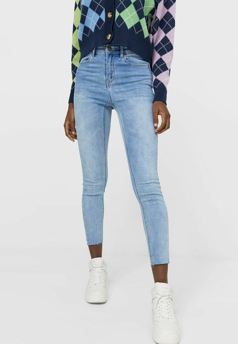 Stradivarius - MIT HOHEM BUND - Jeans Skinny Fit - light blue