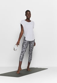 Cotton On Body - ACTIVE SCOOP HEM - T-shirt basic - grey marle - 1
