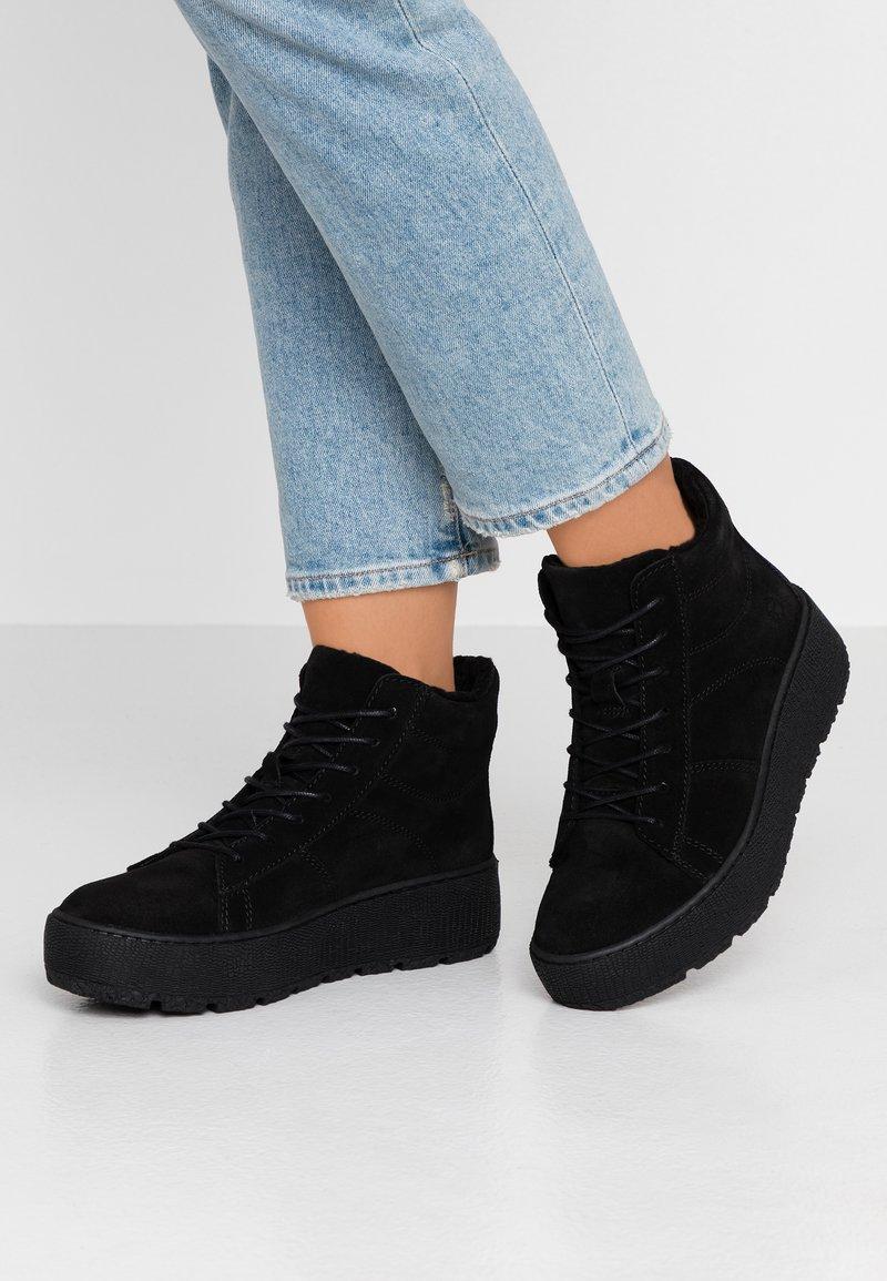 Tamaris - Kotníkové boty na platformě - black