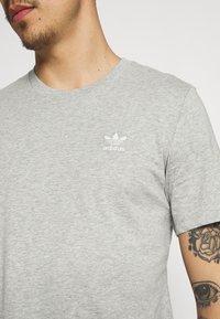 adidas Originals - ESSENTIAL TEE - T-shirt - bas - medium grey heather - 4