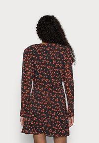 Missguided Petite - HALF BUTTON TEA DRESS FLORAL - Day dress - black - 2