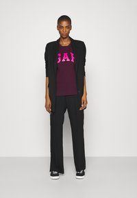 GAP - TEE - Print T-shirt - secret plum - 1
