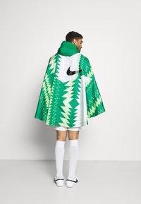 Nike Performance - NFF NIGERIA PONCHO - National team wear - pine green/sub lime/pure platinum/black - 2