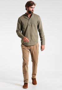 Pier One - Shirt - khaki - 1