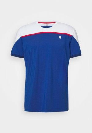 HYPERCOURT BLOCK CREW TEE - T-shirts med print - dark blue/white