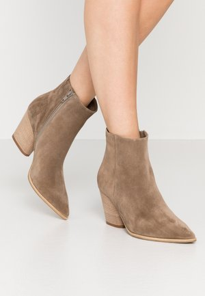 AMBER - Classic ankle boots - tundra snat