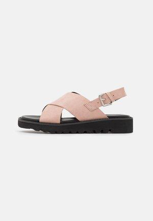 Sandály na platformě - light pink