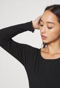 Even&Odd - Langærmede T-shirts - black - 7