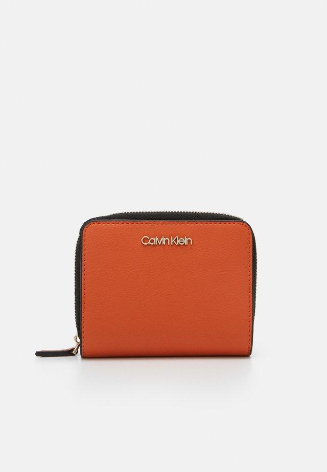 WALLET FLAP  - Wallet - orange
