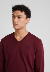 Polo Ralph Lauren - LONG SLEEVE - Sweter - classic wine heather - 4