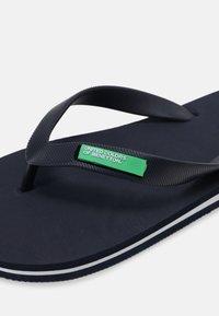 Benetton - ALOHA - Teenslippers - navy/white - 6