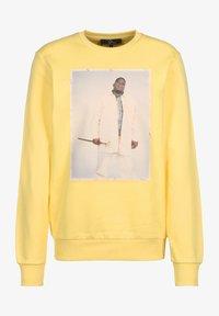 pastelle yellow/print white